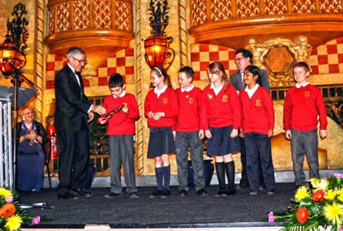 Griff Rhys Jones presents the Award to the pupils of Hawes Side Primary School